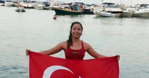 Manş Denizini yüzerek geçen Bengisu Avcı en genç Türk kadını oldu 55